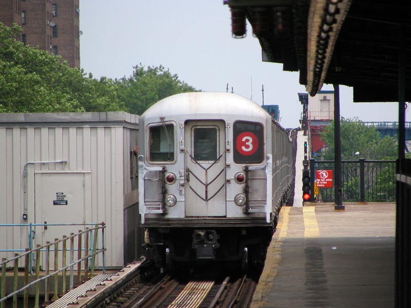 (126k, 800x600)<br><b>Country:</b> United States<br><b>City:</b> New York<br><b>System:</b> New York City Transit<br><b>Line:</b> IRT Brooklyn Line<br><b>Location:</b> Rockaway Avenue<br><b>Route:</b> 3<br><b>Car:</b> R-62 (Kawasaki, 1983-1985) 1325 <br><b>Photo by:</b> Dante D. Angerville<br><b>Date:</b> 6/17/2006<br><b>Viewed (this week/total):</b> 0 / 3662