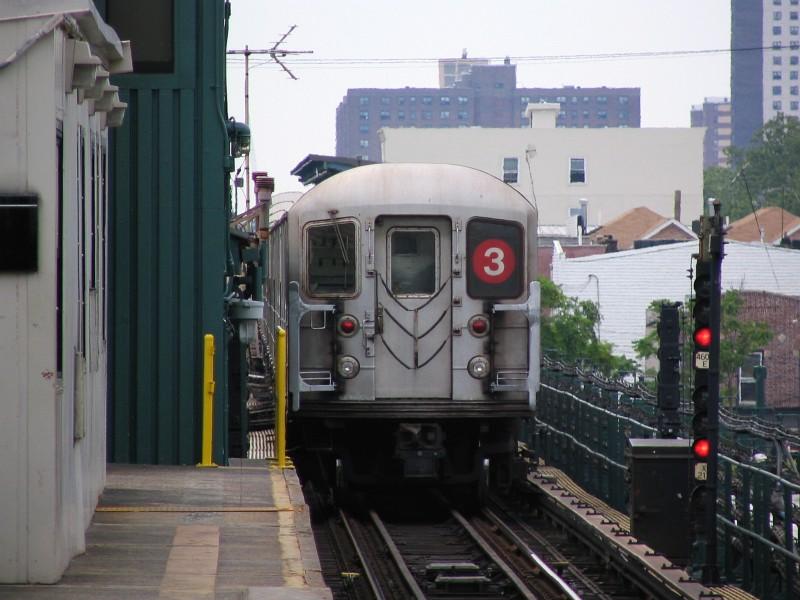 (119k, 800x600)<br><b>Country:</b> United States<br><b>City:</b> New York<br><b>System:</b> New York City Transit<br><b>Line:</b> IRT Brooklyn Line<br><b>Location:</b> New Lots Avenue<br><b>Route:</b> 3<br><b>Car:</b> R-62 (Kawasaki, 1983-1985) 1431 <br><b>Photo by:</b> Dante D. Angerville<br><b>Date:</b> 6/17/2006<br><b>Viewed (this week/total):</b> 0 / 4047