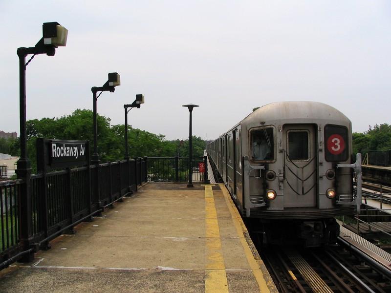 (110k, 800x600)<br><b>Country:</b> United States<br><b>City:</b> New York<br><b>System:</b> New York City Transit<br><b>Line:</b> IRT Brooklyn Line<br><b>Location:</b> Rockaway Avenue<br><b>Route:</b> 3<br><b>Car:</b> R-62 (Kawasaki, 1983-1985) 1431 <br><b>Photo by:</b> Dante D. Angerville<br><b>Date:</b> 6/17/2006<br><b>Viewed (this week/total):</b> 3 / 3997