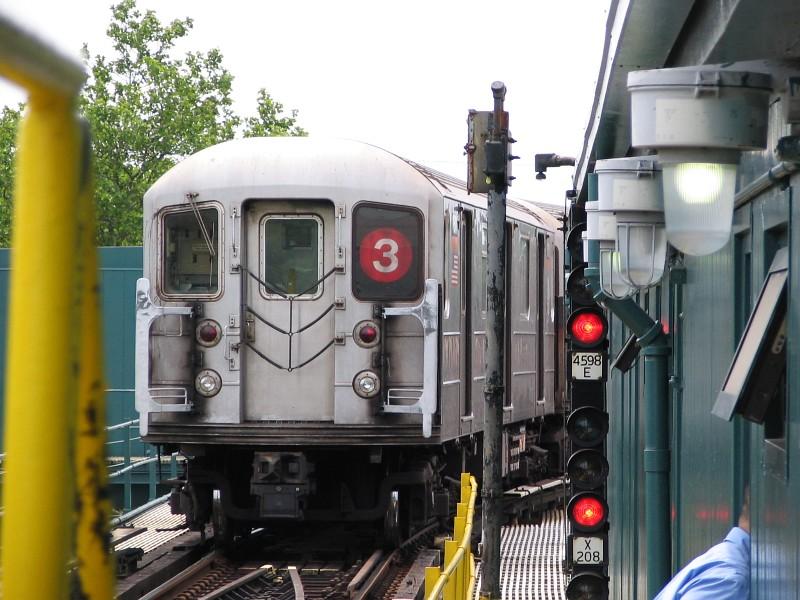 (135k, 800x600)<br><b>Country:</b> United States<br><b>City:</b> New York<br><b>System:</b> New York City Transit<br><b>Line:</b> IRT Brooklyn Line<br><b>Location:</b> New Lots Avenue<br><b>Route:</b> 3<br><b>Car:</b> R-62 (Kawasaki, 1983-1985) 1511 <br><b>Photo by:</b> Dante D. Angerville<br><b>Date:</b> 6/17/2006<br><b>Viewed (this week/total):</b> 1 / 3824
