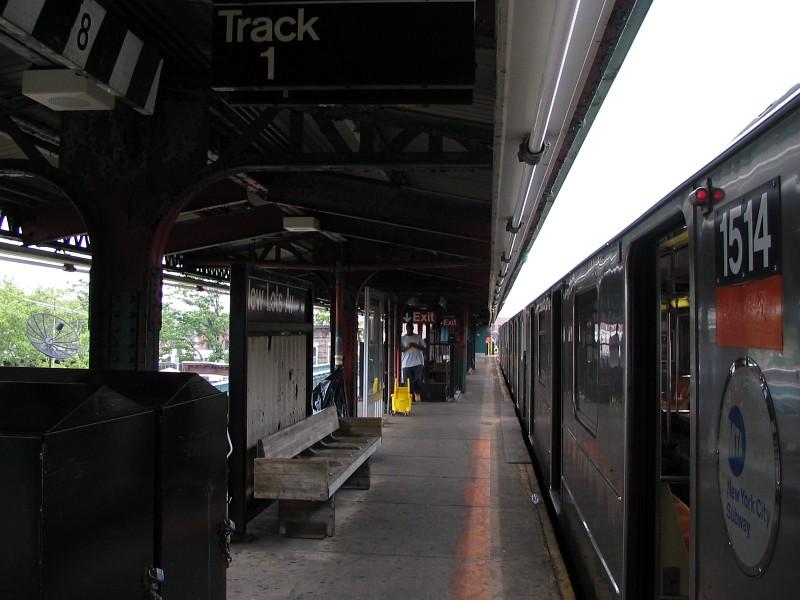 (109k, 800x600)<br><b>Country:</b> United States<br><b>City:</b> New York<br><b>System:</b> New York City Transit<br><b>Line:</b> IRT Brooklyn Line<br><b>Location:</b> New Lots Avenue<br><b>Route:</b> 3<br><b>Car:</b> R-62 (Kawasaki, 1983-1985) 1514 <br><b>Photo by:</b> Dante D. Angerville<br><b>Date:</b> 6/17/2006<br><b>Viewed (this week/total):</b> 1 / 4170