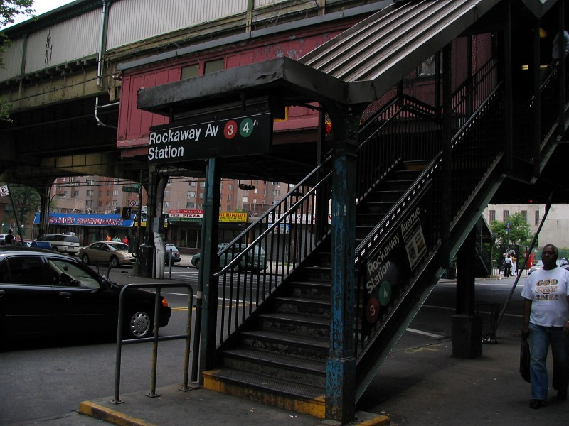 (137k, 800x600)<br><b>Country:</b> United States<br><b>City:</b> New York<br><b>System:</b> New York City Transit<br><b>Line:</b> IRT Brooklyn Line<br><b>Location:</b> Rockaway Avenue<br><b>Photo by:</b> Dante D. Angerville<br><b>Date:</b> 6/17/2006<br><b>Viewed (this week/total):</b> 3 / 5396