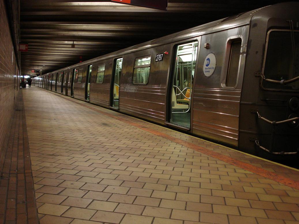 (124k, 1037x778)<br><b>Country:</b> United States<br><b>City:</b> New York<br><b>System:</b> New York City Transit<br><b>Line:</b> IND 63rd Street Line<br><b>Location:</b> 21st Street/Queensbridge<br><b>Route:</b> Q<br><b>Car:</b> R-68 (Westinghouse-Amrail, 1986-1988) 2787 <br><b>Photo by:</b> Michael Hodurski<br><b>Date:</b> 1/28/2007<br><b>Viewed (this week/total):</b> 0 / 4022