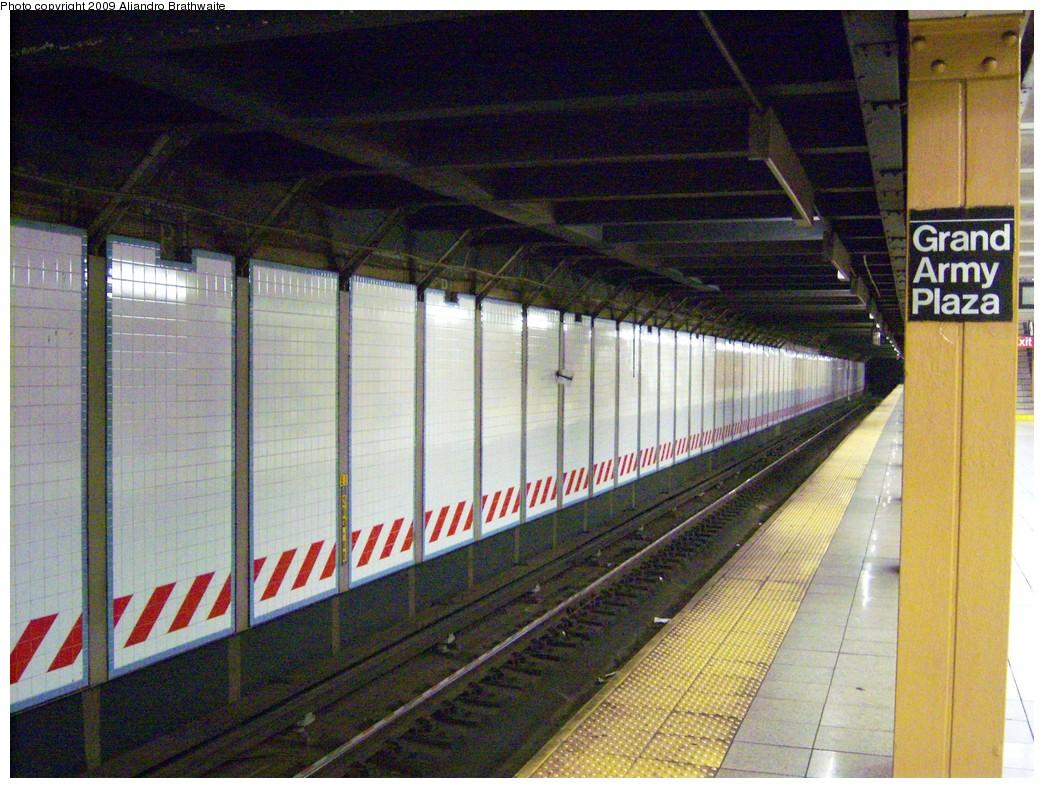 (283k, 1044x788)<br><b>Country:</b> United States<br><b>City:</b> New York<br><b>System:</b> New York City Transit<br><b>Line:</b> IRT Brooklyn Line<br><b>Location:</b> Grand Army Plaza<br><b>Photo by:</b> Aliandro Brathwaite<br><b>Date:</b> 8/26/2009<br><b>Notes:</b> View west of eastbound (New Lots bound) track.<br><b>Viewed (this week/total):</b> 3 / 1787