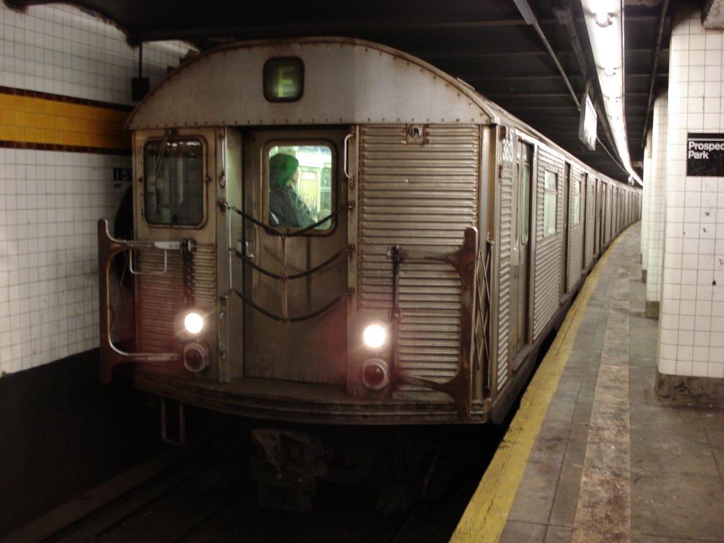(102k, 1037x778)<br><b>Country:</b> United States<br><b>City:</b> New York<br><b>System:</b> New York City Transit<br><b>Line:</b> IND Crosstown Line<br><b>Location:</b> 15th Street/Prospect Park<br><b>Route:</b> F<br><b>Car:</b> R-32 (Budd, 1964) 3818 <br><b>Photo by:</b> Michael Hodurski<br><b>Date:</b> 2/17/2007<br><b>Viewed (this week/total):</b> 1 / 3059