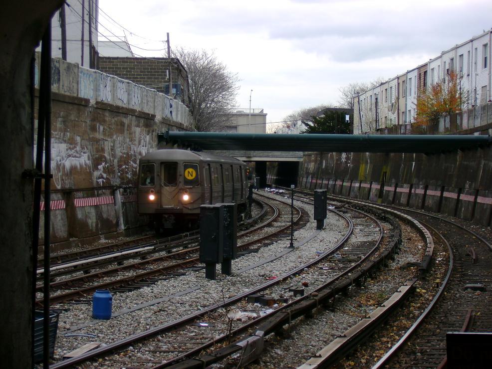 (160k, 986x740)<br><b>Country:</b> United States<br><b>City:</b> New York<br><b>System:</b> New York City Transit<br><b>Line:</b> BMT Sea Beach Line<br><b>Location:</b> New Utrecht Avenue<br><b>Route:</b> N<br><b>Car:</b> R-68 (Westinghouse-Amrail, 1986-1988)  <br><b>Photo by:</b> Pablo Maneiro<br><b>Date:</b> 11/18/2006<br><b>Viewed (this week/total):</b> 0 / 3028