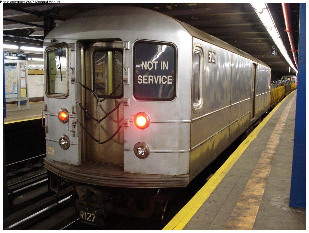 (161k, 1044x788)<br><b>Country:</b> United States<br><b>City:</b> New York<br><b>System:</b> New York City Transit<br><b>Line:</b> IND Queens Boulevard Line<br><b>Location:</b> Union Turnpike/Kew Gardens<br><b>Route:</b> Work Service<br><b>Car:</b> R-127/R-134 (Kawasaki, 1991-1996) EP009 <br><b>Photo by:</b> Michael Hodurski<br><b>Date:</b> 2/23/2007<br><b>Viewed (this week/total):</b> 2 / 2523