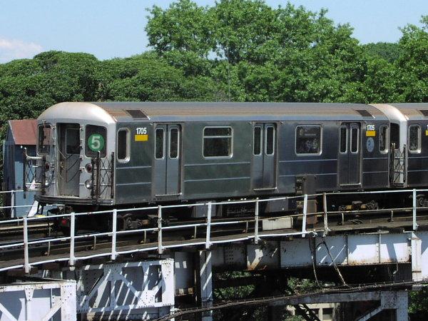 (98k, 600x450)<br><b>Country:</b> United States<br><b>City:</b> New York<br><b>System:</b> New York City Transit<br><b>Line:</b> IRT White Plains Road Line<br><b>Location:</b> West Farms Sq./East Tremont Ave./177th St.<br><b>Route:</b> 5<br><b>Car:</b> R-62A (Bombardier, 1984-1987) 1705 <br><b>Photo by:</b> Trevor Logan<br><b>Date:</b> 9/2001<br><b>Viewed (this week/total):</b> 0 / 7593