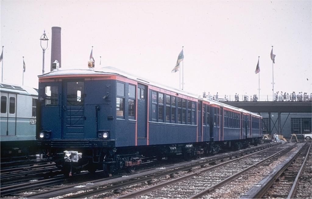 (169k, 1024x652)<br><b>Country:</b> United States<br><b>City:</b> New York<br><b>System:</b> New York City Transit<br><b>Location:</b> Corona Yard<br><b>Car:</b> BMT Q 1622 <br><b>Photo by:</b> Joe Testagrose<br><b>Date:</b> 7/22/1965<br><b>Viewed (this week/total):</b> 0 / 4085