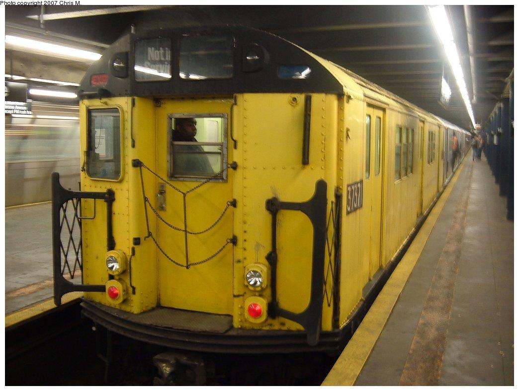 (130k, 1044x788)<br><b>Country:</b> United States<br><b>City:</b> New York<br><b>System:</b> New York City Transit<br><b>Line:</b> IRT Woodlawn Line<br><b>Location:</b> 149th Street-Grand Concourse<br><b>Route:</b> Fan Trip<br><b>Car:</b> R-22 (St. Louis, 1957-58) 37371 <br><b>Photo by:</b> Chris M.<br><b>Date:</b> 5/1/2005<br><b>Viewed (this week/total):</b> 0 / 2778