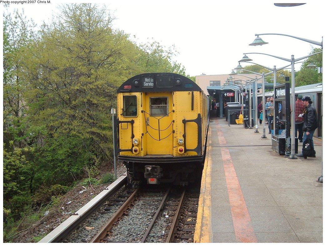 (242k, 1044x788)<br><b>Country:</b> United States<br><b>City:</b> New York<br><b>System:</b> New York City Transit<br><b>Line:</b> IRT Dyre Ave. Line<br><b>Location:</b> Dyre Avenue<br><b>Route:</b> Fan Trip<br><b>Car:</b> R-22 (St. Louis, 1957-58) 37371 <br><b>Photo by:</b> Chris M.<br><b>Date:</b> 5/1/2005<br><b>Viewed (this week/total):</b> 5 / 3235