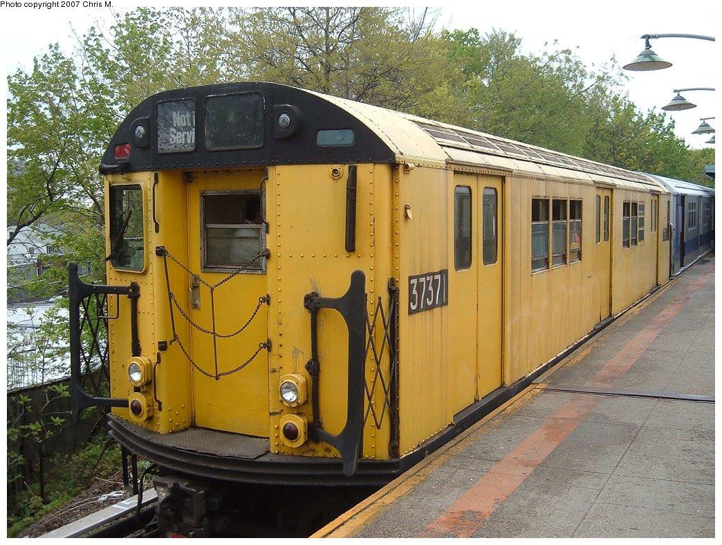 (231k, 1044x788)<br><b>Country:</b> United States<br><b>City:</b> New York<br><b>System:</b> New York City Transit<br><b>Line:</b> IRT Dyre Ave. Line<br><b>Location:</b> Dyre Avenue<br><b>Route:</b> Fan Trip<br><b>Car:</b> R-22 (St. Louis, 1957-58) 37371 <br><b>Photo by:</b> Chris M.<br><b>Date:</b> 5/1/2005<br><b>Viewed (this week/total):</b> 2 / 2731