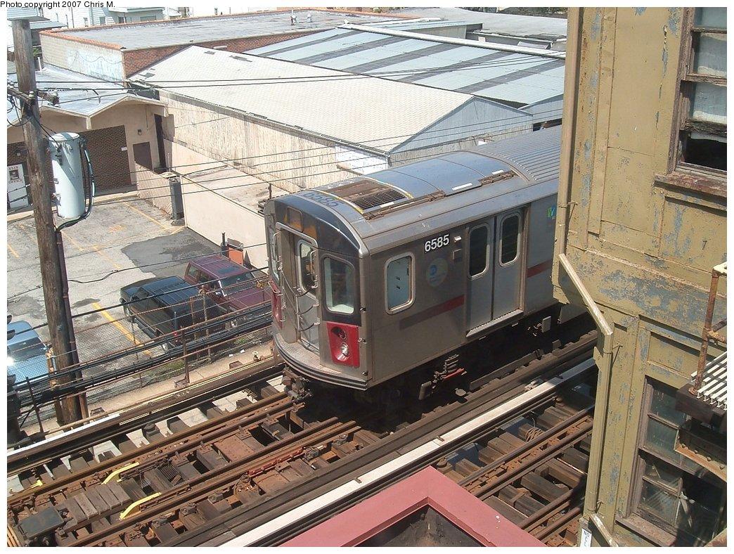 (247k, 1044x788)<br><b>Country:</b> United States<br><b>City:</b> New York<br><b>System:</b> New York City Transit<br><b>Line:</b> IRT White Plains Road Line<br><b>Location:</b> 241st Street<br><b>Car:</b> R-142 (Primary Order, Bombardier, 1999-2002) 6585 <br><b>Photo by:</b> Chris M.<br><b>Date:</b> 5/1/2005<br><b>Viewed (this week/total):</b> 7 / 4737