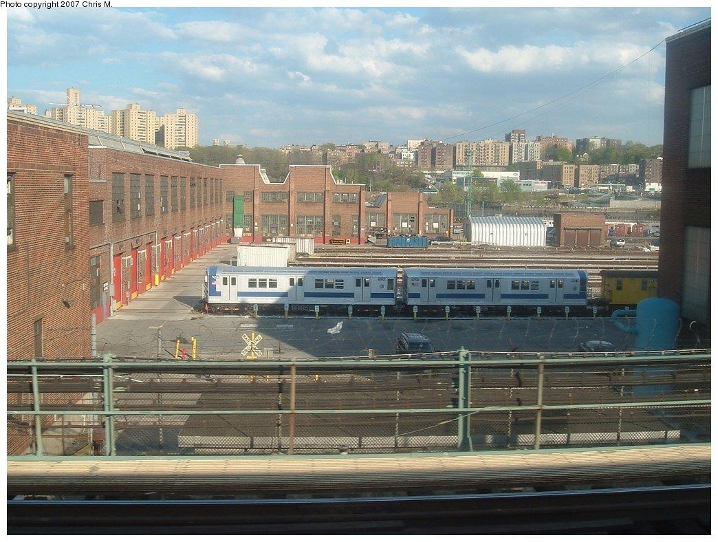(189k, 1044x788)<br><b>Country:</b> United States<br><b>City:</b> New York<br><b>System:</b> New York City Transit<br><b>Location:</b> 207th Street Yard<br><b>Car:</b> R-33 Main Line (St. Louis, 1962-63) 9207/9206 <br><b>Photo by:</b> Chris M.<br><b>Date:</b> 5/1/2005<br><b>Viewed (this week/total):</b> 7 / 3040