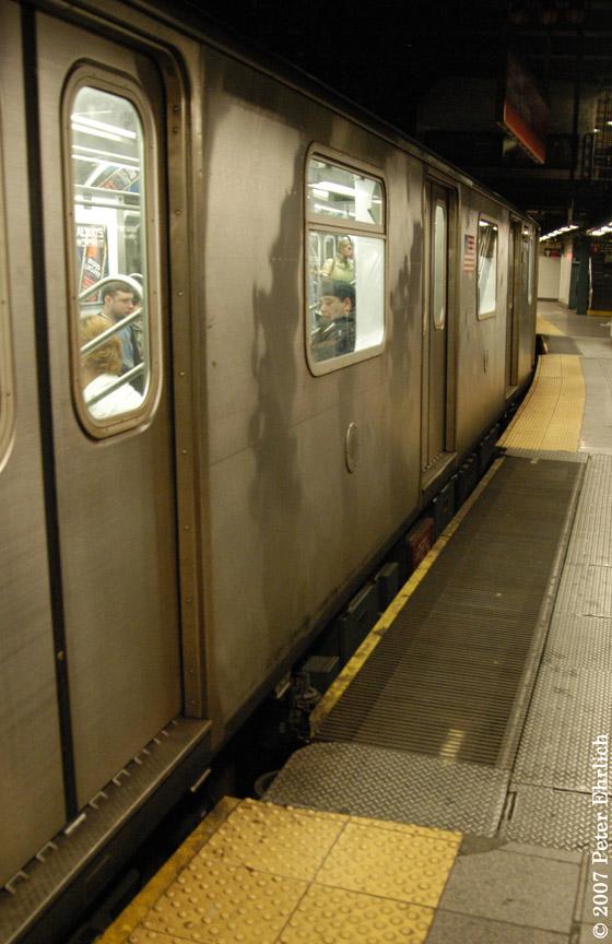 (170k, 560x864)<br><b>Country:</b> United States<br><b>City:</b> New York<br><b>System:</b> New York City Transit<br><b>Line:</b> IRT East Side Line<br><b>Location:</b> 14th Street/Union Square<br><b>Car:</b> R-142 (Primary Order, Bombardier, 1999-2002) 6424 <br><b>Photo by:</b> Peter Ehrlich<br><b>Date:</b> 4/20/2007<br><b>Notes:</b> Express track gap fillers.<br><b>Viewed (this week/total):</b> 1 / 4537