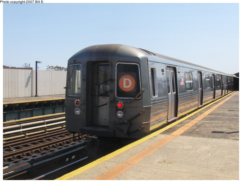 (96k, 820x622)<br><b>Country:</b> United States<br><b>City:</b> New York<br><b>System:</b> New York City Transit<br><b>Line:</b> BMT West End Line<br><b>Location:</b> 79th Street<br><b>Route:</b> D<br><b>Car:</b> R-68 (Westinghouse-Amrail, 1986-1988) 2650 <br><b>Photo by:</b> Bill E.<br><b>Date:</b> 5/13/2007<br><b>Viewed (this week/total):</b> 0 / 2333