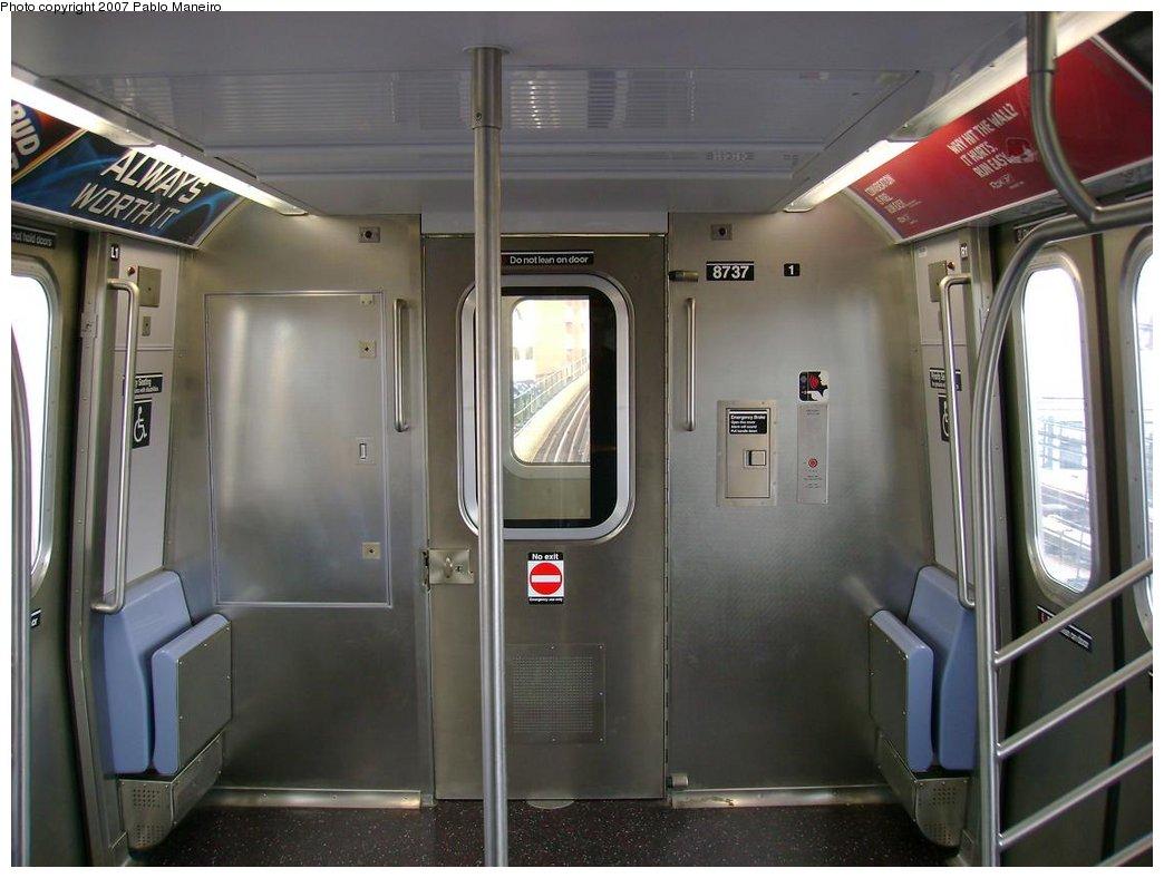 (153k, 1044x788)<br><b>Country:</b> United States<br><b>City:</b> New York<br><b>System:</b> New York City Transit<br><b>Route:</b> N<br><b>Car:</b> R-160B (Kawasaki, 2005-2008) 8737 <br><b>Photo by:</b> Pablo Maneiro<br><b>Date:</b> 5/17/2007<br><b>Viewed (this week/total):</b> 5 / 10222