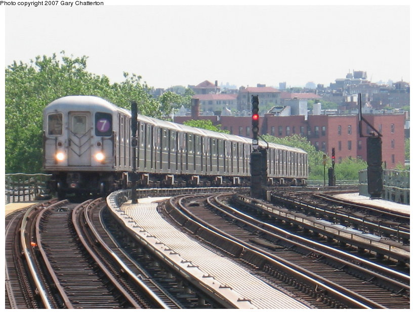 (128k, 820x620)<br><b>Country:</b> United States<br><b>City:</b> New York<br><b>System:</b> New York City Transit<br><b>Line:</b> IRT Flushing Line<br><b>Location:</b> 52nd Street/Lincoln Avenue<br><b>Route:</b> 7<br><b>Car:</b> R-62A (Bombardier, 1984-1987) 1786 <br><b>Photo by:</b> Gary Chatterton<br><b>Date:</b> 5/24/2007<br><b>Viewed (this week/total):</b> 1 / 2409