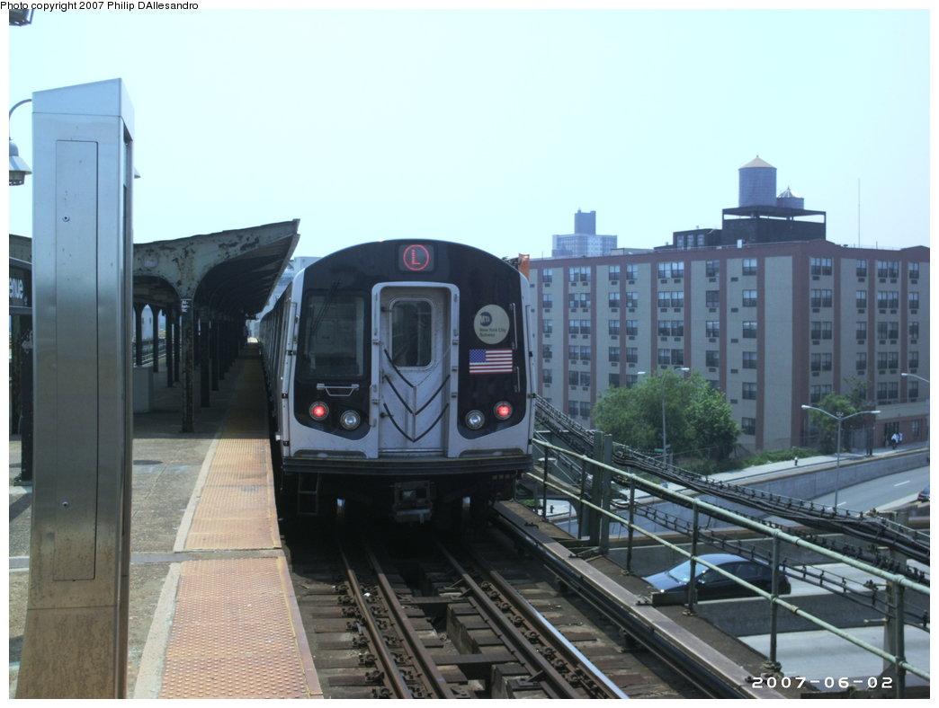(144k, 1044x788)<br><b>Country:</b> United States<br><b>City:</b> New York<br><b>System:</b> New York City Transit<br><b>Line:</b> BMT Canarsie Line<br><b>Location:</b> Atlantic Avenue<br><b>Route:</b> L<br><b>Car:</b> R-143 (Kawasaki, 2001-2002) 8129 <br><b>Photo by:</b> Philip D'Allesandro<br><b>Date:</b> 6/2/2007<br><b>Viewed (this week/total):</b> 0 / 2567