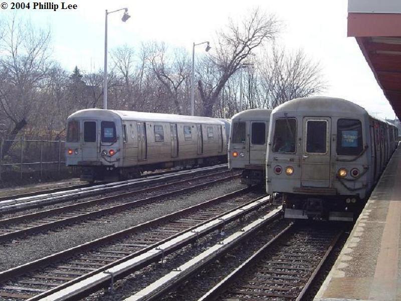 (92k, 800x601)<br><b>Country:</b> United States<br><b>City:</b> New York<br><b>System:</b> New York City Transit<br><b>Line:</b> SIRT<br><b>Location:</b> Tottenville<br><b>Car:</b> R-44 SIRT (St. Louis, 1971-1973)  <br><b>Photo by:</b> Phillip Lee<br><b>Date:</b> 1/4/2004<br><b>Viewed (this week/total):</b> 0 / 2965