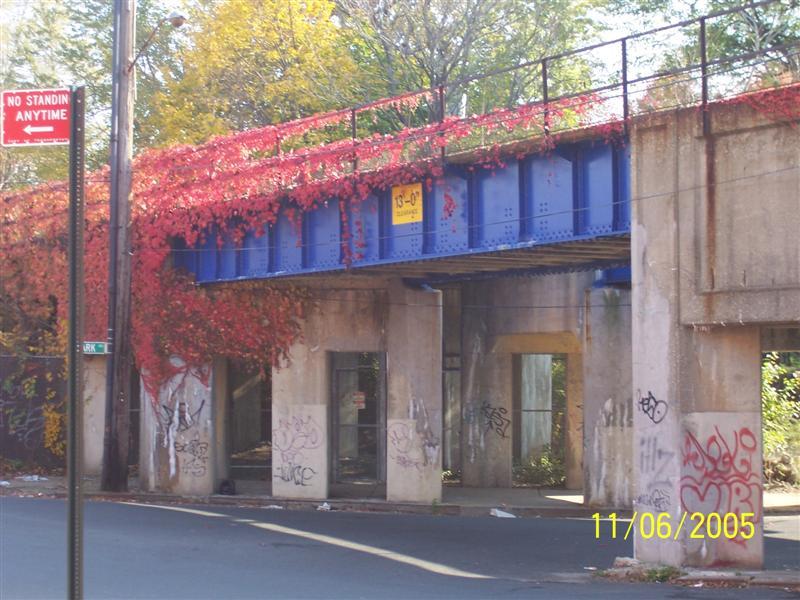(92k, 800x600)<br><b>Country:</b> United States<br><b>City:</b> New York<br><b>System:</b> New York City Transit<br><b>Line:</b> SIRT North Shore Line<br><b>Location:</b> SIRT North Shore - Park & Church<br><b>Photo by:</b> Brian DeForest<br><b>Date:</b> 11/6/2005<br><b>Viewed (this week/total):</b> 0 / 2885