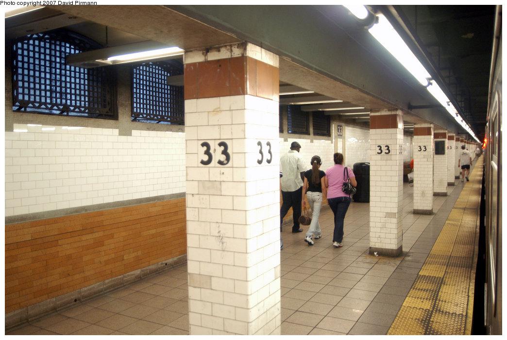 (206k, 1044x701)<br><b>Country:</b> United States<br><b>City:</b> New York<br><b>System:</b> New York City Transit<br><b>Line:</b> IRT East Side Line<br><b>Location:</b> 33rd Street<br><b>Photo by:</b> David Pirmann<br><b>Date:</b> 6/9/2007<br><b>Notes:</b> Downtown platform.<br><b>Viewed (this week/total):</b> 1 / 3014