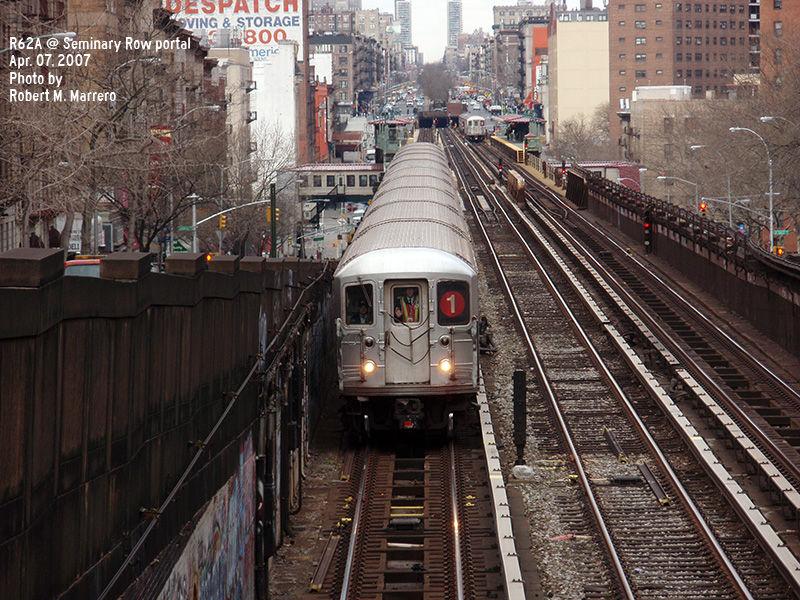 (199k, 800x600)<br><b>Country:</b> United States<br><b>City:</b> New York<br><b>System:</b> New York City Transit<br><b>Line:</b> IRT West Side Line<br><b>Location:</b> 125th Street<br><b>Route:</b> 1<br><b>Car:</b> R-62A (Bombardier, 1984-1987)  <br><b>Photo by:</b> Robert Marrero<br><b>Date:</b> 4/7/2007<br><b>Viewed (this week/total):</b> 3 / 2989