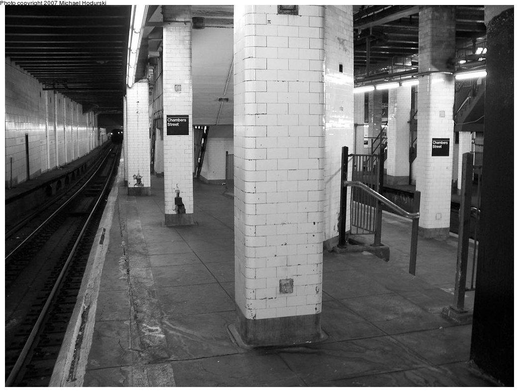(161k, 1044x788)<br><b>Country:</b> United States<br><b>City:</b> New York<br><b>System:</b> New York City Transit<br><b>Line:</b> BMT Nassau Street-Jamaica Line<br><b>Location:</b> Chambers Street<br><b>Photo by:</b> Michael Hodurski<br><b>Date:</b> 6/23/2007<br><b>Viewed (this week/total):</b> 0 / 2163