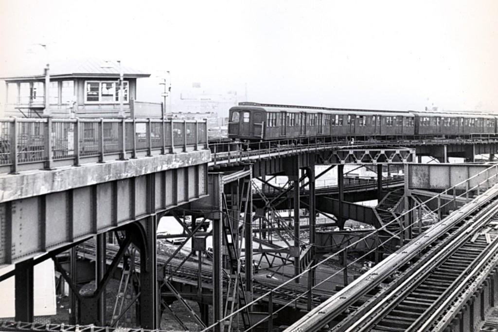 (176k, 1024x682)<br><b>Country:</b> United States<br><b>City:</b> New York<br><b>System:</b> New York City Transit<br><b>Line:</b> BMT Canarsie Line<br><b>Location:</b> Broadway Junction<br><b>Car:</b> BMT A/B-Type Standard  <br><b>Collection of:</b> George Conrad Collection<br><b>Date:</b> 3/22/1969<br><b>Viewed (this week/total):</b> 0 / 2667