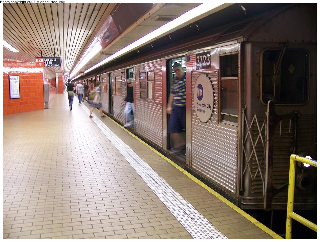(212k, 1044x788)<br><b>Country:</b> United States<br><b>City:</b> New York<br><b>System:</b> New York City Transit<br><b>Line:</b> IND 63rd Street Line<br><b>Location:</b> Lexington Avenue-63rd Street<br><b>Route:</b> R<br><b>Car:</b> R-32 (Budd, 1964) 3723 <br><b>Photo by:</b> Michael Hodurski<br><b>Date:</b> 7/22/2007<br><b>Viewed (this week/total):</b> 1 / 3933