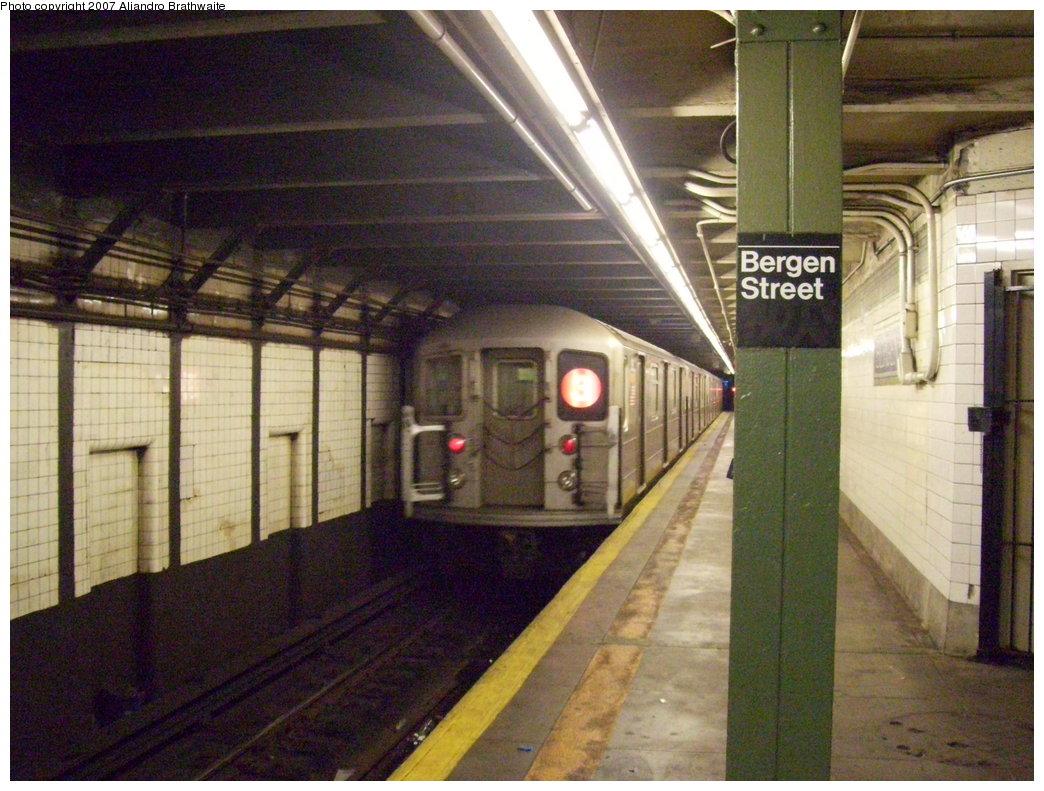 (211k, 1044x791)<br><b>Country:</b> United States<br><b>City:</b> New York<br><b>System:</b> New York City Transit<br><b>Line:</b> IRT Brooklyn Line<br><b>Location:</b> Bergen Street<br><b>Route:</b> 3<br><b>Car:</b> R-62 (Kawasaki, 1983-1985) 1615 <br><b>Photo by:</b> Aliandro Brathwaite<br><b>Date:</b> 7/24/2007<br><b>Viewed (this week/total):</b> 0 / 4873