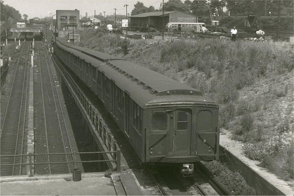 (238k, 1024x682)<br><b>Country:</b> United States<br><b>City:</b> New York<br><b>System:</b> New York City Transit<br><b>Line:</b> BMT West End Line<br><b>Location:</b> 9th Avenue<br><b>Car:</b> BMT A/B-Type Standard  <br><b>Photo by:</b> Harry Pinsker<br><b>Date:</b> 7/22/1961<br><b>Viewed (this week/total):</b> 0 / 3003