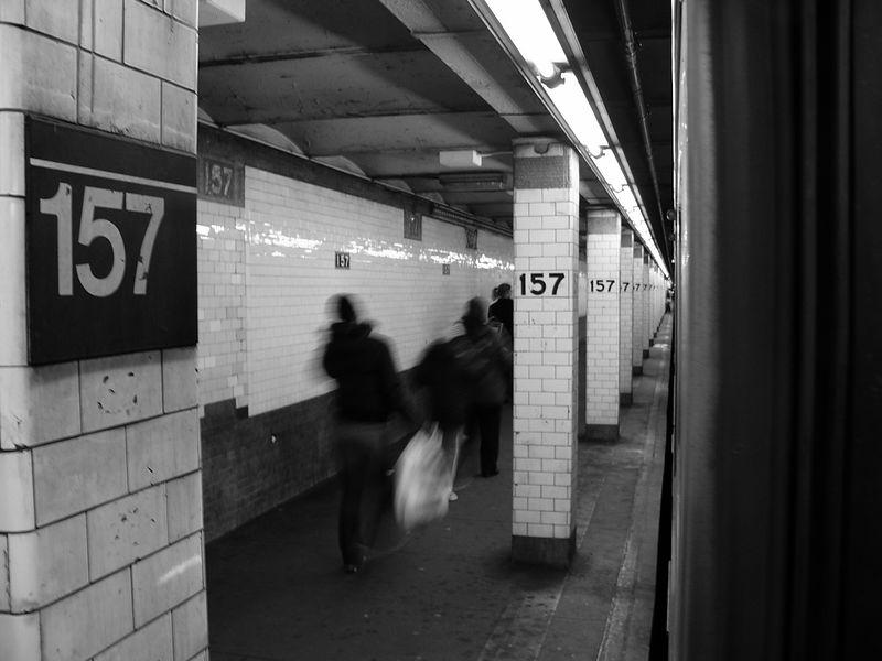 (55k, 800x600)<br><b>Country:</b> United States<br><b>City:</b> New York<br><b>System:</b> New York City Transit<br><b>Line:</b> IRT West Side Line<br><b>Location:</b> 157th Street<br><b>Photo by:</b> Ted Siuta<br><b>Date:</b> 3/27/2005<br><b>Viewed (this week/total):</b> 2 / 4485