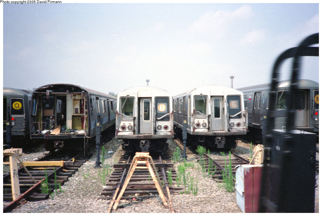(202k, 1044x702)<br><b>Country:</b> United States<br><b>City:</b> New York<br><b>System:</b> New York City Transit<br><b>Location:</b> Coney Island Yard<br><b>Car:</b> R-44 (St. Louis, 1971-73) 288 <br><b>Photo by:</b> David Pirmann<br><b>Date:</b> 7/23/1995<br><b>Notes:</b> View of yard tracks from loop track-- R44 288 on left<br><b>Viewed (this week/total):</b> 2 / 16716