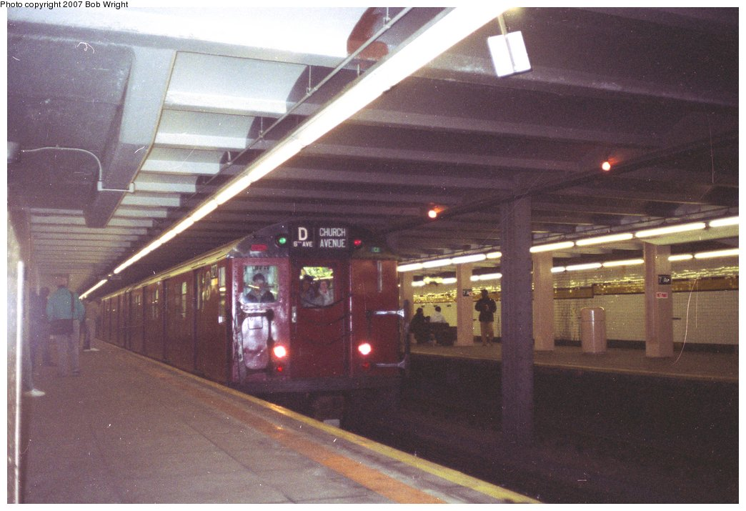 (134k, 1044x715)<br><b>Country:</b> United States<br><b>City:</b> New York<br><b>System:</b> New York City Transit<br><b>Line:</b> IND Crosstown Line<br><b>Location:</b> 7th Avenue/Park Slope<br><b>Route:</b> Fan Trip<br><b>Car:</b> R-30 (St. Louis, 1961) 8271 <br><b>Photo by:</b> Bob Wright<br><b>Date:</b> 11/10/1991<br><b>Viewed (this week/total):</b> 5 / 4993