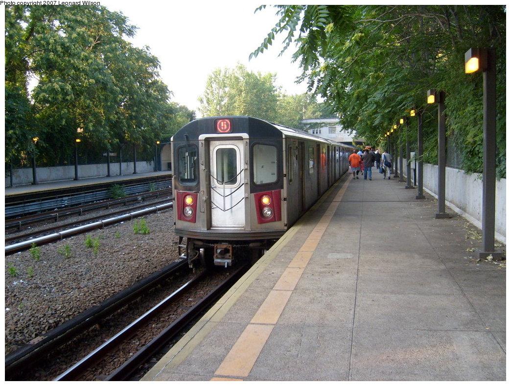 (273k, 1044x788)<br><b>Country:</b> United States<br><b>City:</b> New York<br><b>System:</b> New York City Transit<br><b>Line:</b> IRT Dyre Ave. Line<br><b>Location:</b> Gun Hill Road<br><b>Route:</b> 5<br><b>Car:</b> R-142 or R-142A (Number Unknown)  <br><b>Photo by:</b> Leonard Wilson<br><b>Date:</b> 8/2/2007<br><b>Viewed (this week/total):</b> 1 / 3458