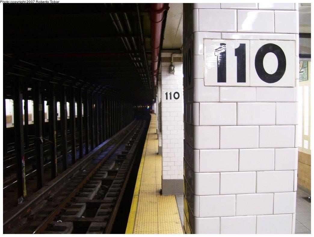 (120k, 1044x788)<br><b>Country:</b> United States<br><b>City:</b> New York<br><b>System:</b> New York City Transit<br><b>Line:</b> IRT West Side Line<br><b>Location:</b> 110th Street<br><b>Photo by:</b> Roberto C. Tobar<br><b>Date:</b> 8/4/2007<br><b>Viewed (this week/total):</b> 0 / 2869