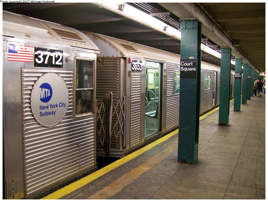 (202k, 1044x788)<br><b>Country:</b> United States<br><b>City:</b> New York<br><b>System:</b> New York City Transit<br><b>Line:</b> IND Crosstown Line<br><b>Location:</b> Court Square<br><b>Route:</b> G<br><b>Car:</b> R-32 (Budd, 1964) 3653 <br><b>Photo by:</b> Michael Hodurski<br><b>Date:</b> 8/12/2007<br><b>Viewed (this week/total):</b> 4 / 2983