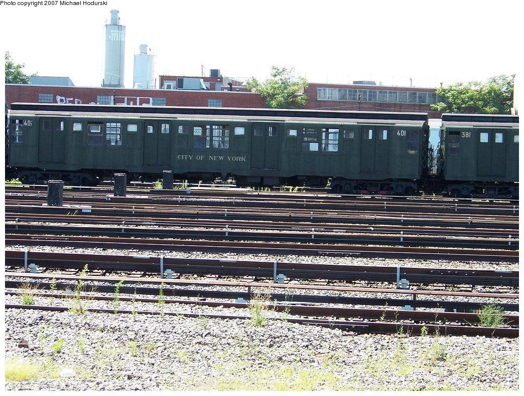(292k, 1044x788)<br><b>Country:</b> United States<br><b>City:</b> New York<br><b>System:</b> New York City Transit<br><b>Location:</b> Coney Island Yard<br><b>Route:</b> Fan Trip<br><b>Car:</b> R-4 (American Car & Foundry, 1932-1933) 401 <br><b>Photo by:</b> Michael Hodurski<br><b>Date:</b> 8/12/2007<br><b>Viewed (this week/total):</b> 2 / 1842