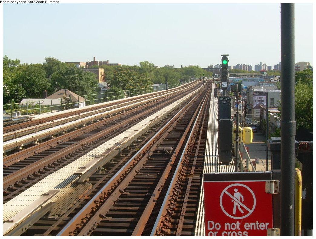 (259k, 1044x788)<br><b>Country:</b> United States<br><b>City:</b> New York<br><b>System:</b> New York City Transit<br><b>Line:</b> BMT Culver Line<br><b>Location:</b> Avenue P<br><b>Photo by:</b> Zach Summer<br><b>Date:</b> 8/12/2007<br><b>Viewed (this week/total):</b> 5 / 1411