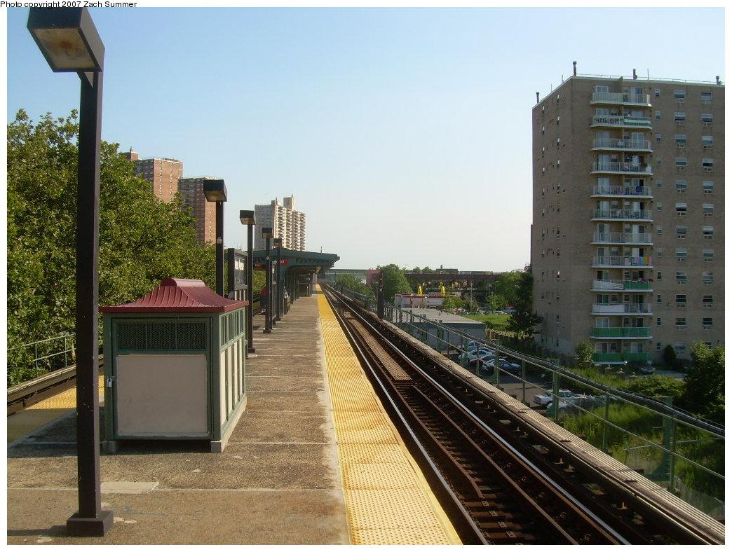 (231k, 1044x788)<br><b>Country:</b> United States<br><b>City:</b> New York<br><b>System:</b> New York City Transit<br><b>Line:</b> BMT Culver Line<br><b>Location:</b> Neptune Avenue<br><b>Photo by:</b> Zach Summer<br><b>Date:</b> 8/12/2007<br><b>Viewed (this week/total):</b> 3 / 1565