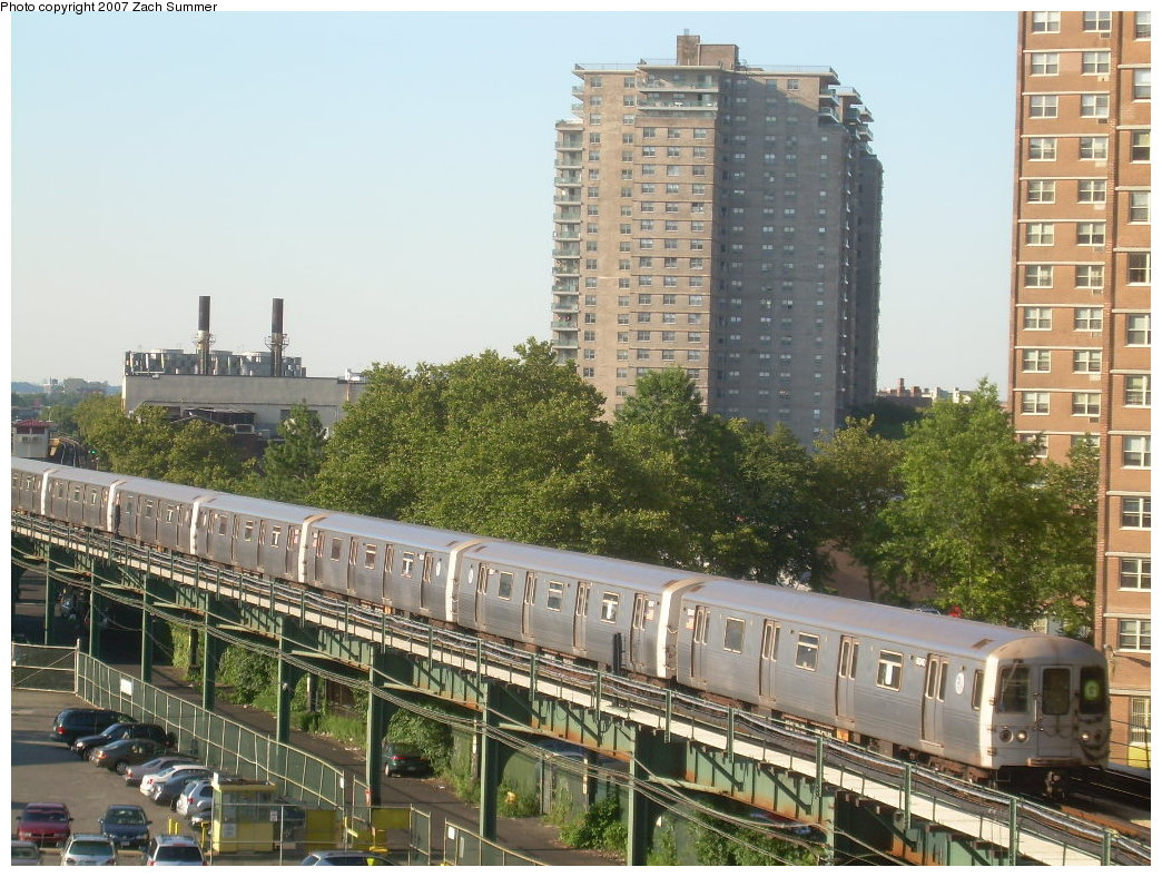 (255k, 1044x788)<br><b>Country:</b> United States<br><b>City:</b> New York<br><b>System:</b> New York City Transit<br><b>Line:</b> BMT Culver Line<br><b>Location:</b> West 8th Street<br><b>Route:</b> G<br><b>Car:</b> R-46 (Pullman-Standard, 1974-75)  <br><b>Photo by:</b> Zach Summer<br><b>Date:</b> 8/12/2007<br><b>Viewed (this week/total):</b> 5 / 2442