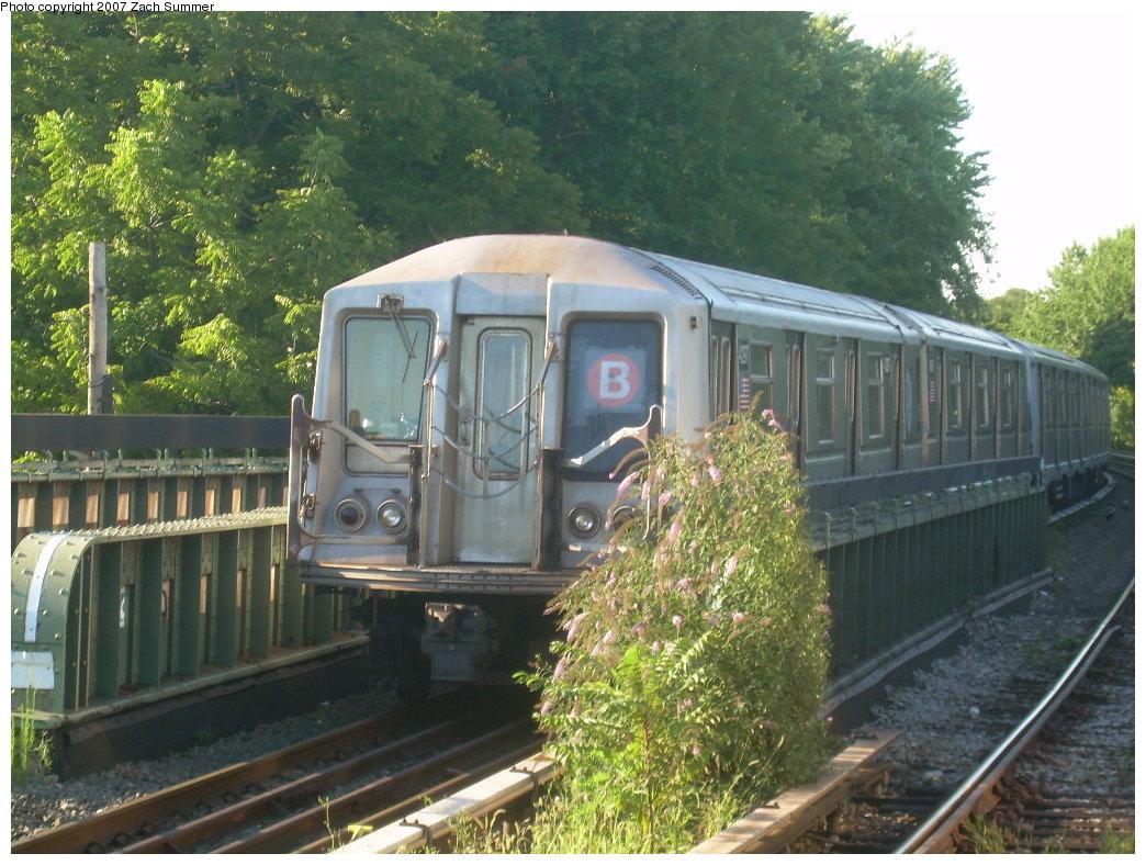 (243k, 1044x788)<br><b>Country:</b> United States<br><b>City:</b> New York<br><b>System:</b> New York City Transit<br><b>Line:</b> BMT Brighton Line<br><b>Location:</b> Sheepshead Bay<br><b>Route:</b> B<br><b>Car:</b> R-40 (St. Louis, 1968) 4297 <br><b>Photo by:</b> Zach Summer<br><b>Date:</b> 8/12/2007<br><b>Notes:</b> Layup train at Sheepshead Bay.<br><b>Viewed (this week/total):</b> 2 / 2521