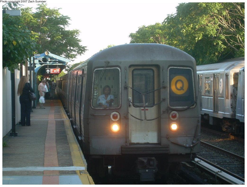 (208k, 1044x788)<br><b>Country:</b> United States<br><b>City:</b> New York<br><b>System:</b> New York City Transit<br><b>Line:</b> BMT Brighton Line<br><b>Location:</b> Neck Road<br><b>Route:</b> Q<br><b>Car:</b> R-68 (Westinghouse-Amrail, 1986-1988)  <br><b>Photo by:</b> Zach Summer<br><b>Date:</b> 8/12/2007<br><b>Viewed (this week/total):</b> 3 / 2488