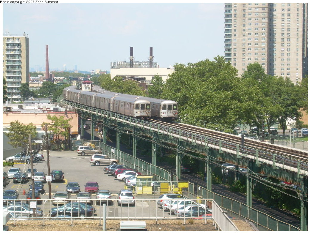 (282k, 1044x788)<br><b>Country:</b> United States<br><b>City:</b> New York<br><b>System:</b> New York City Transit<br><b>Line:</b> BMT Culver Line<br><b>Location:</b> West 8th Street<br><b>Route:</b> G<br><b>Car:</b> R-46 (Pullman-Standard, 1974-75)  <br><b>Photo by:</b> Zach Summer<br><b>Date:</b> 8/12/2007<br><b>Viewed (this week/total):</b> 5 / 3035