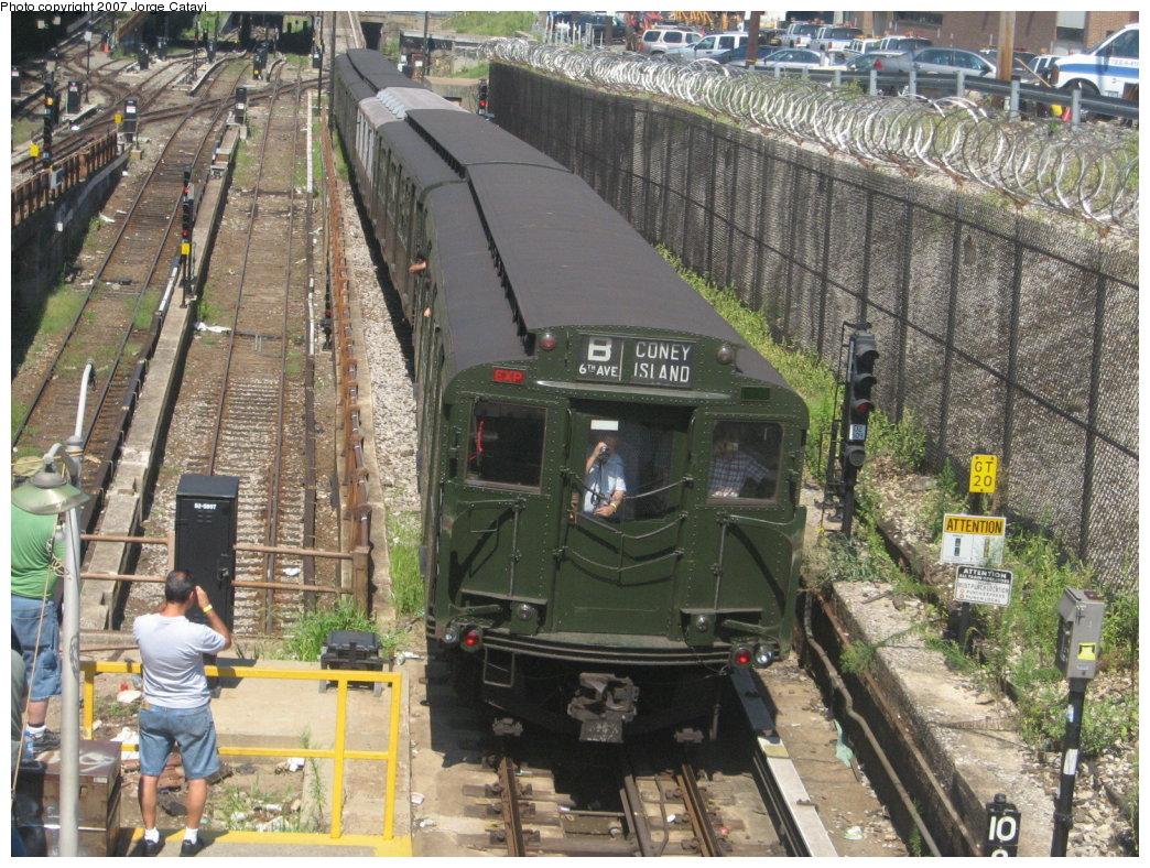 (256k, 1044x788)<br><b>Country:</b> United States<br><b>City:</b> New York<br><b>System:</b> New York City Transit<br><b>Line:</b> BMT West End Line<br><b>Location:</b> 9th Avenue<br><b>Route:</b> Fan Trip<br><b>Car:</b> R-1 (American Car & Foundry, 1930-1931) 100 <br><b>Photo by:</b> Jorge Catayi<br><b>Date:</b> 8/12/2007<br><b>Viewed (this week/total):</b> 1 / 3076