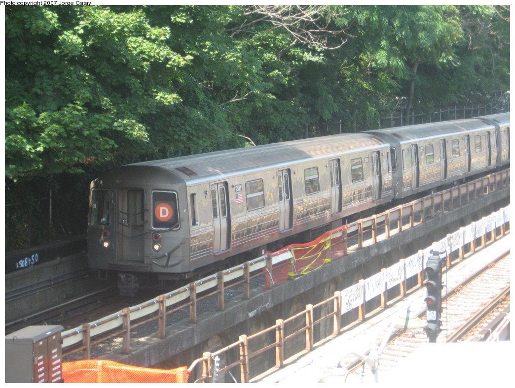 (201k, 1044x788)<br><b>Country:</b> United States<br><b>City:</b> New York<br><b>System:</b> New York City Transit<br><b>Line:</b> BMT West End Line<br><b>Location:</b> 9th Avenue<br><b>Route:</b> D<br><b>Car:</b> R-68 (Westinghouse-Amrail, 1986-1988) 2518 <br><b>Photo by:</b> Jorge Catayi<br><b>Date:</b> 8/12/2007<br><b>Viewed (this week/total):</b> 4 / 2101