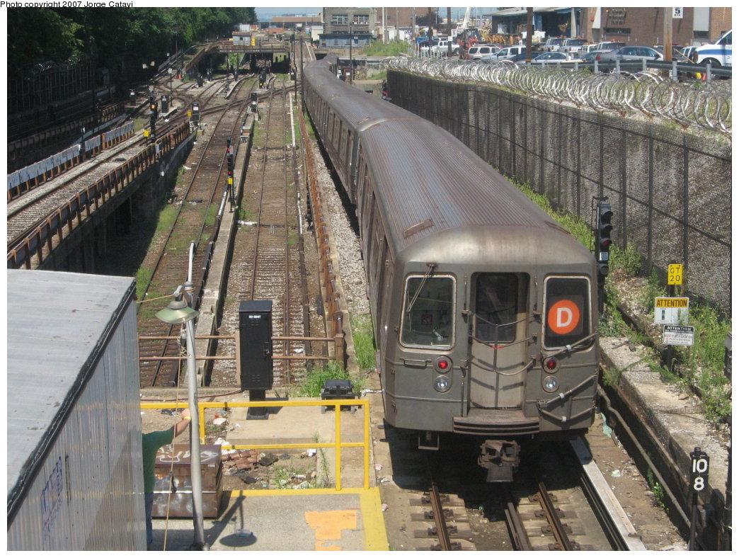 (239k, 1044x788)<br><b>Country:</b> United States<br><b>City:</b> New York<br><b>System:</b> New York City Transit<br><b>Line:</b> BMT West End Line<br><b>Location:</b> 9th Avenue<br><b>Route:</b> D<br><b>Car:</b> R-68 (Westinghouse-Amrail, 1986-1988)  <br><b>Photo by:</b> Jorge Catayi<br><b>Date:</b> 8/12/2007<br><b>Viewed (this week/total):</b> 1 / 3257