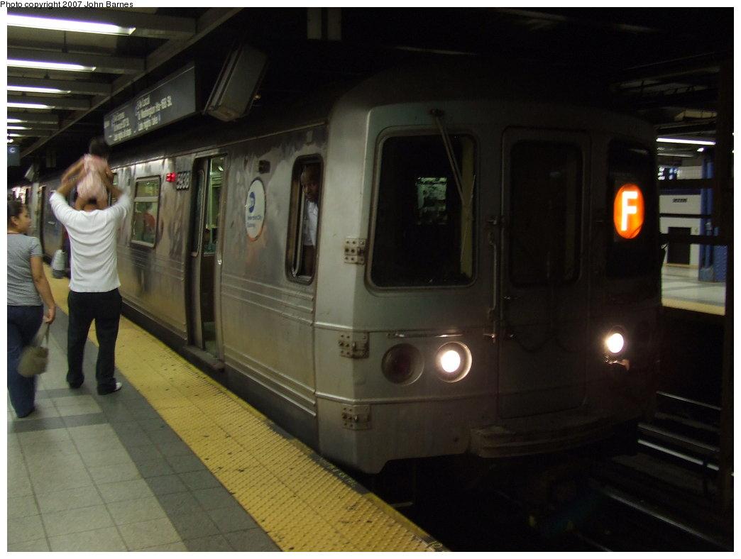 (124k, 1044x788)<br><b>Country:</b> United States<br><b>City:</b> New York<br><b>System:</b> New York City Transit<br><b>Line:</b> IND 8th Avenue Line<br><b>Location:</b> Canal Street-Holland Tunnel<br><b>Route:</b> F<br><b>Car:</b> R-46 (Pullman-Standard, 1974-75) 5938 <br><b>Photo by:</b> John Barnes<br><b>Date:</b> 8/26/2007<br><b>Notes:</b> F train re-routed on the A Line for a weekend G.O.<br><b>Viewed (this week/total):</b> 3 / 3397