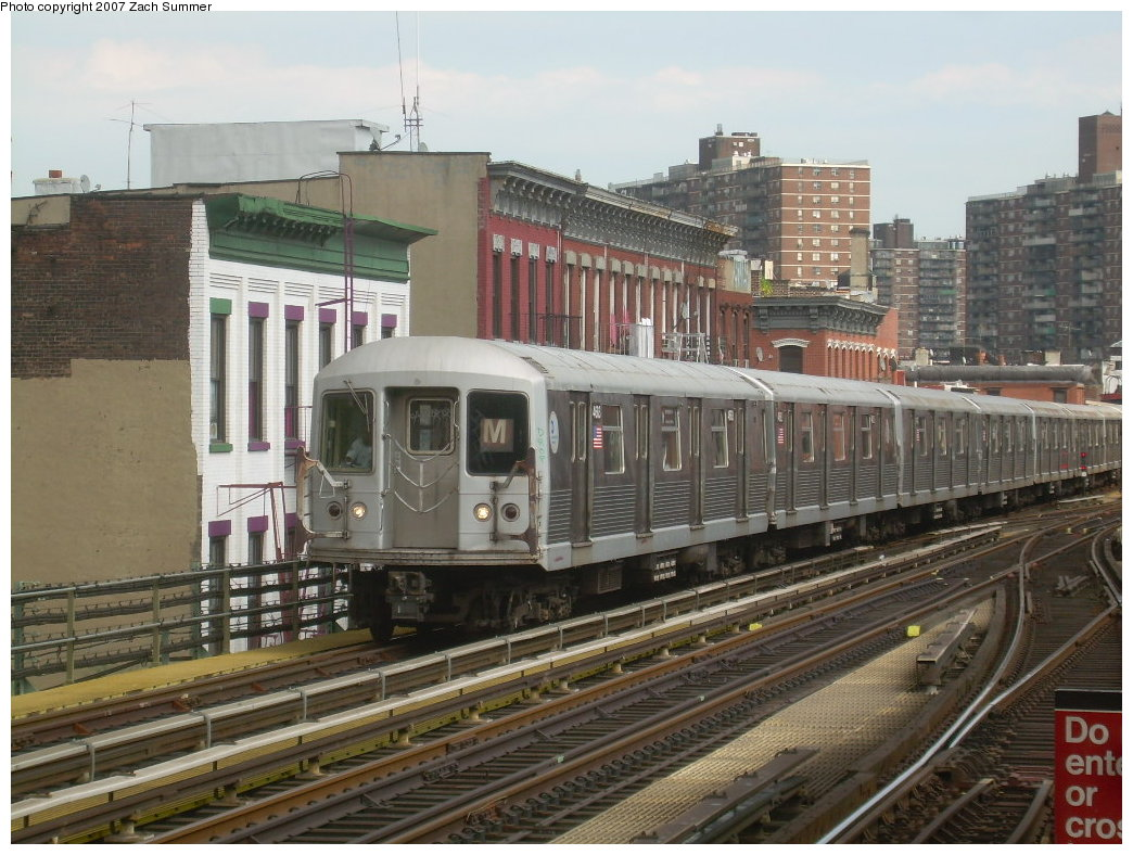 (227k, 1044x788)<br><b>Country:</b> United States<br><b>City:</b> New York<br><b>System:</b> New York City Transit<br><b>Line:</b> BMT Nassau Street-Jamaica Line<br><b>Location:</b> Marcy Avenue<br><b>Route:</b> M<br><b>Car:</b> R-42 (St. Louis, 1969-1970) 4683 <br><b>Photo by:</b> Zach Summer<br><b>Date:</b> 8/28/2007<br><b>Viewed (this week/total):</b> 0 / 2163